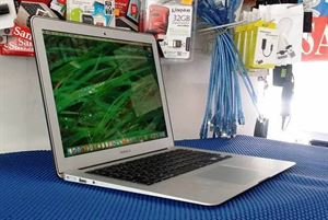 Picture of Macbook Air 13inch Core i5 4GBram 128GB SSD Business Laptop 2013